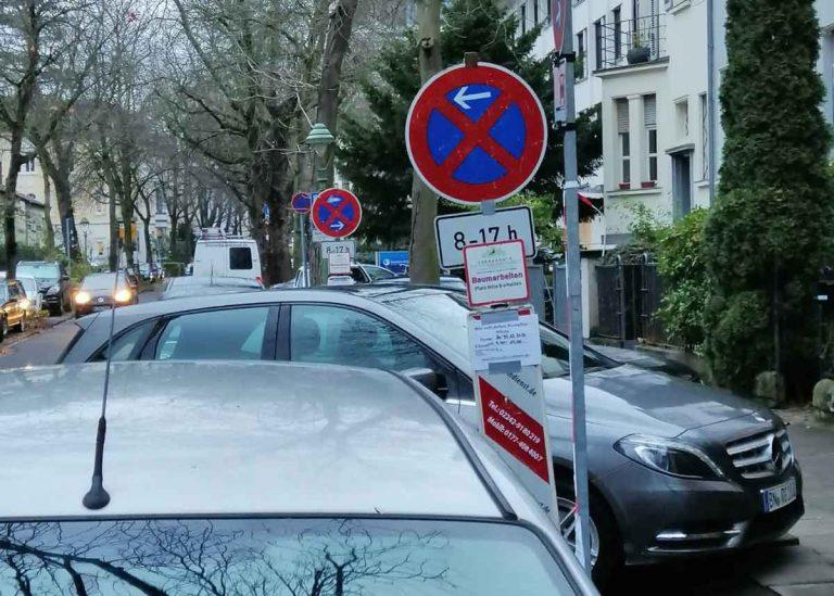 Baumarbeiten in einer belebten Straße in Bonn für die Stadt bonn.